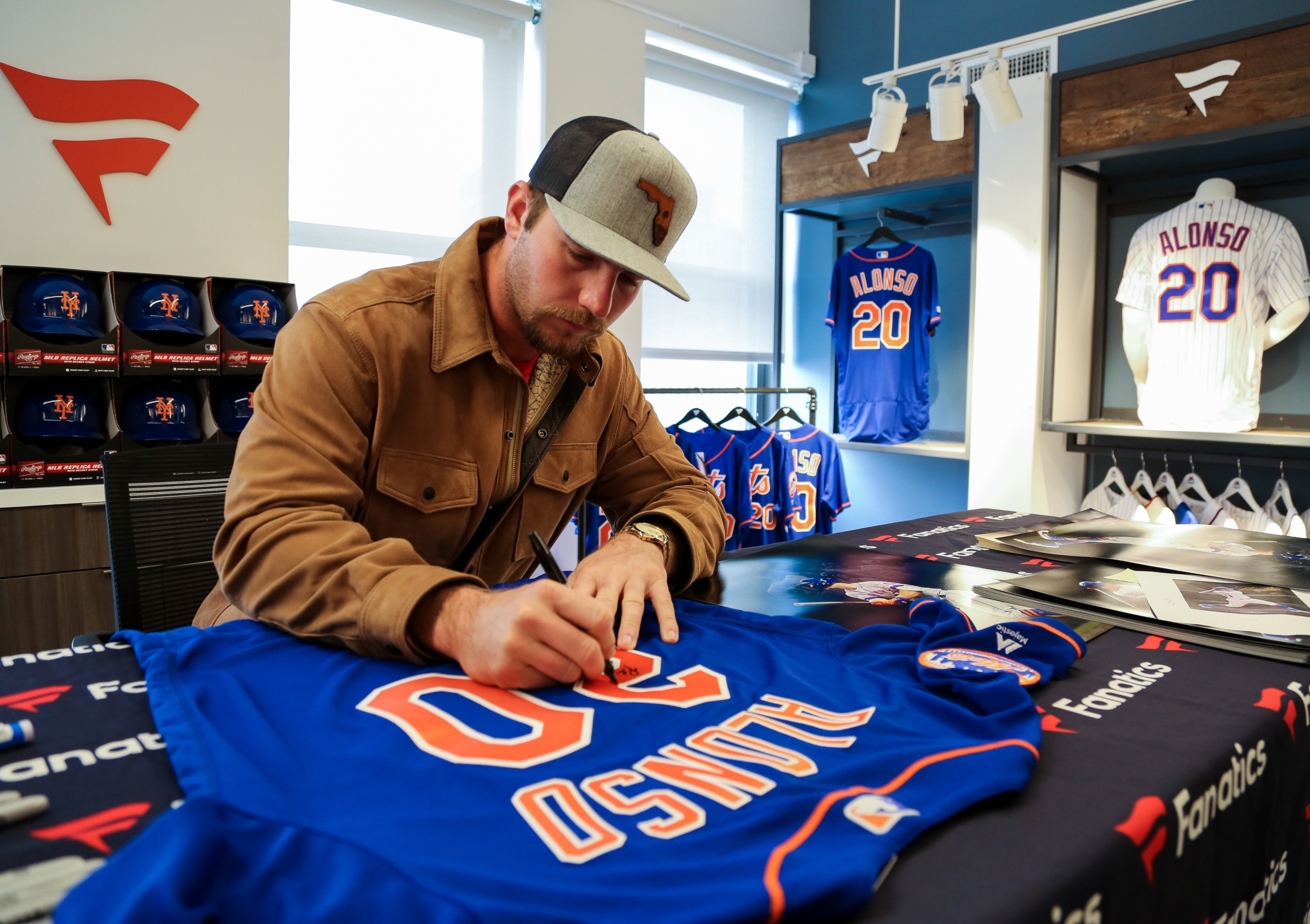 Pete-alonso-signing